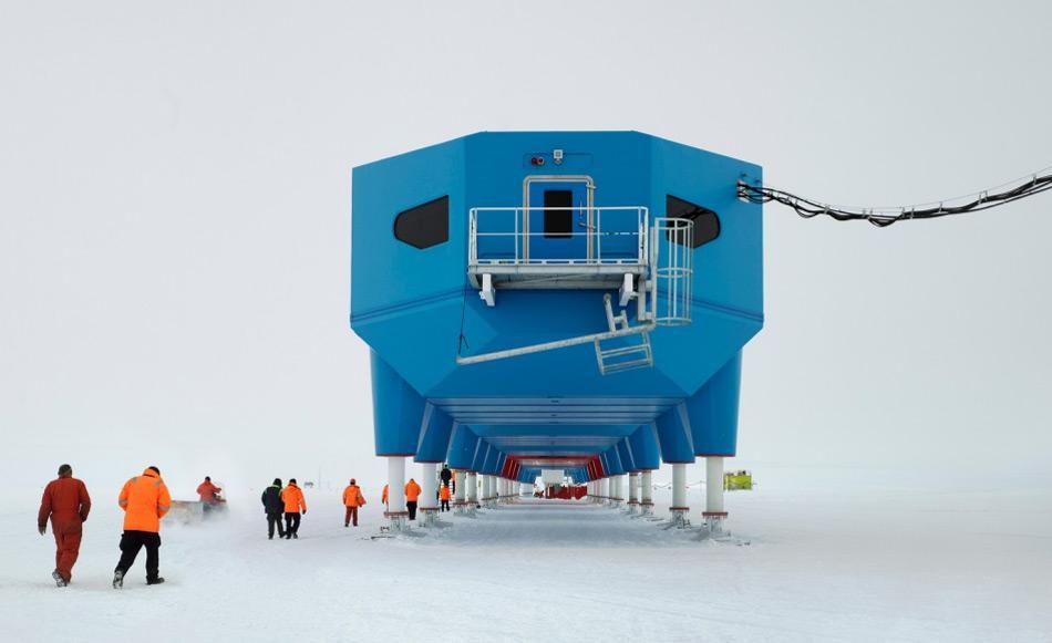 Halley VI, die neueste britische Forschungsstation in der Antarktis, steht auf dem Brunt Eisschelf an der Ostseite des Weddellmeers. Normalerweise wird die Station das ganze Jahr bemannt. Bild: James Morris