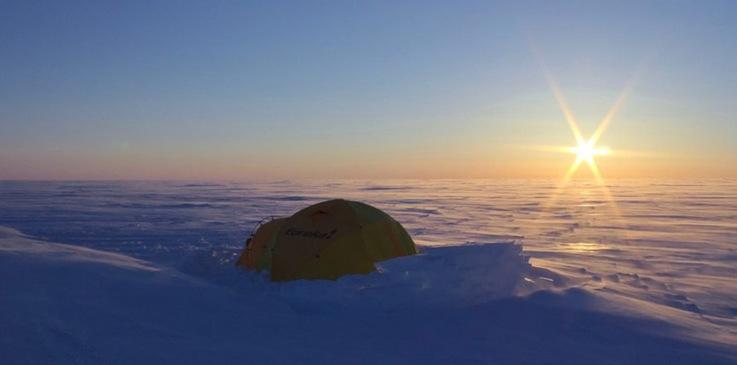 Unter mehr als einem halben Kilometer Eis verborgen, haben Forscher zwei Seen entdeckt, deren